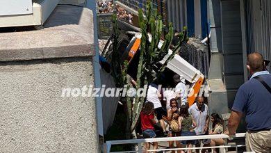 CAPRI minibus precipita da 5 metri: feriti